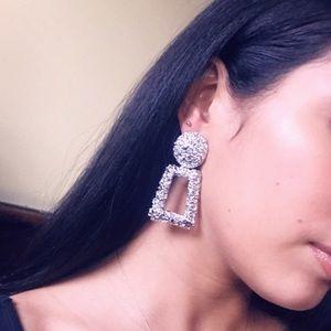 Jewelry - 🆕 Textured drop earrings Silver